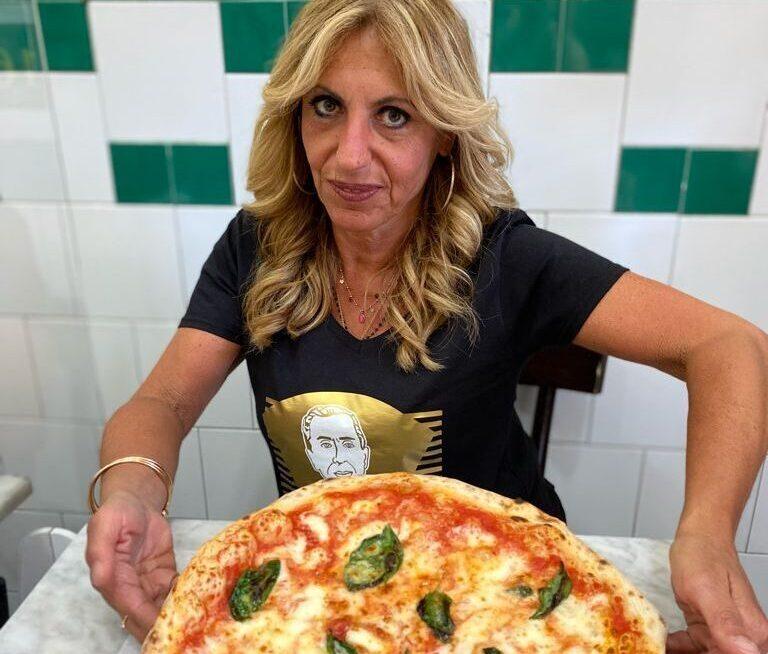 """La pizza è """"donna"""": la storia di Daniela Condurro de l'Antica Pizzeria Da Michele"""