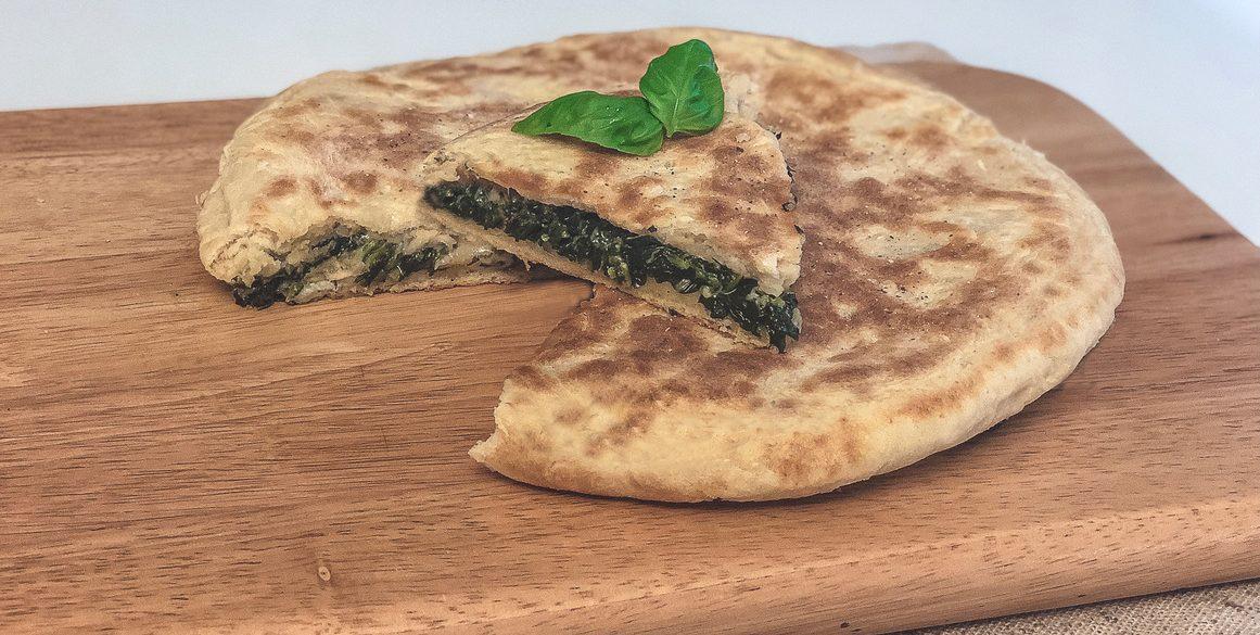 Pizza farcita in padella: ricetta veloce e sfiziosa