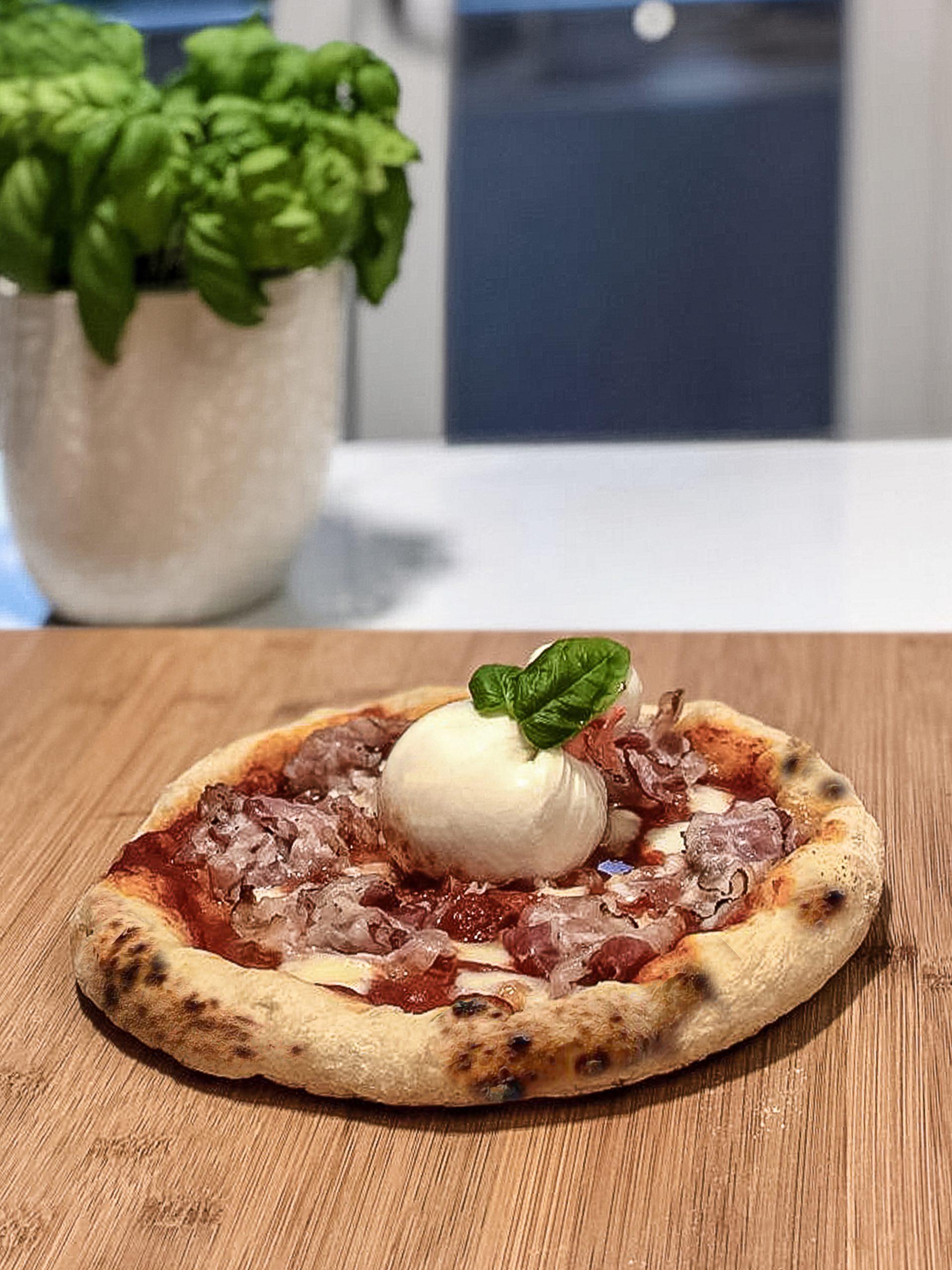 Pizza napoletana burrata e pancetta: ecco la ricetta
