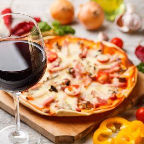 Pizza e vino, perchè no? I migliori abbinamenti